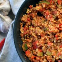 Pikantne paprykowo-pomidorowe kaszotto z indykiem